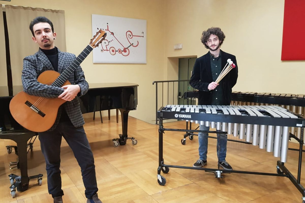 Mattia Grandi e Martino Mora, chitarra e percussioni